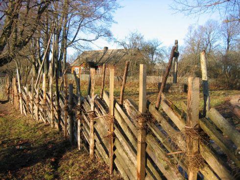 Pusgulstinė tvora Mačiūkiuose